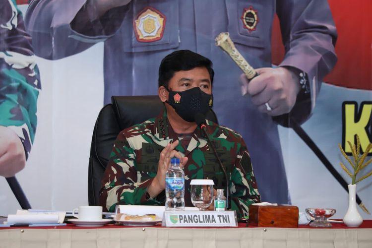 Panglima TNI Marsekal Hadi Tjahjanto saat memimpin diskusi bersama Forkopimda Provinsi Papua di Jayapura, Papua, Kamis (26/8/2021).