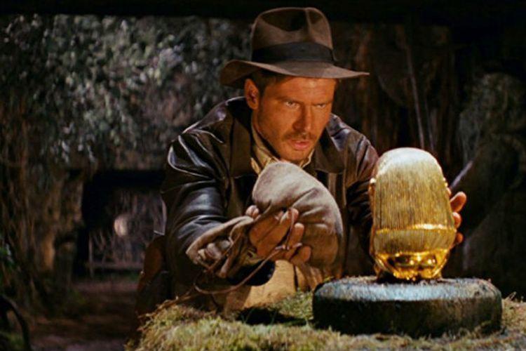 Aksi Harrison Ford sebagai Indiana Jones di film Raiders of the Lost Ark