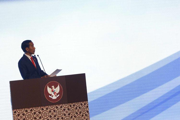 Presiden Joko Widodo menyampaikan sambutan dalam pembukaan Rapat Pimpinan Nasional (Rapimnas) Partai Demokrat tahun 2018 di Sentul International Convention Center, Bogor, Jawa Barat, Sabtu (10/03/2018).