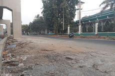 Jakpro Bereskan Jalan Rusak di Bawah Jalur LRT Jakarta