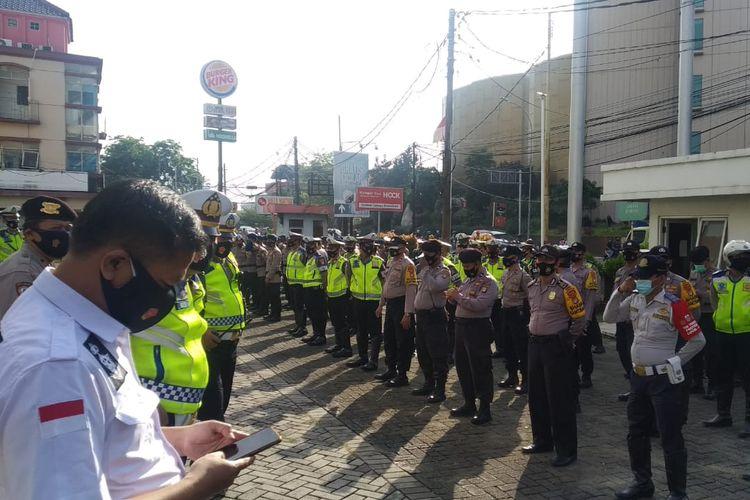 Aparat keamanan disiapkan untuk menjaga aksi demo penolakan omnibus law, Senin (5/10/2020)