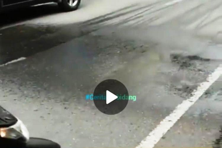 Video berjudul Hujan Lokal Teraneh yang terjadi di Kota Binjai tersebar di media sosial dan menimbulkan kehebohan di media sosial.