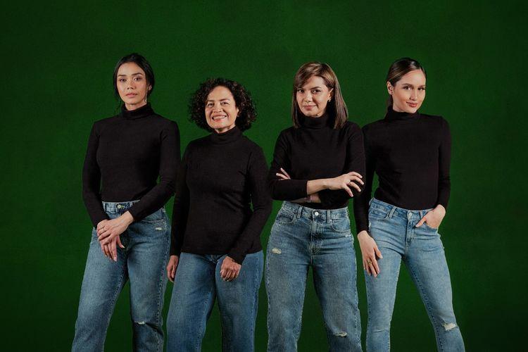 Dalam kampanye Di Mata Perempuan, Uniqlo menghadirkan empat sosok perempuan inspiratif, yaitu Najwa Shihab, Mira Lesmana, Adinia Wirasti, dan Cinta Laura.