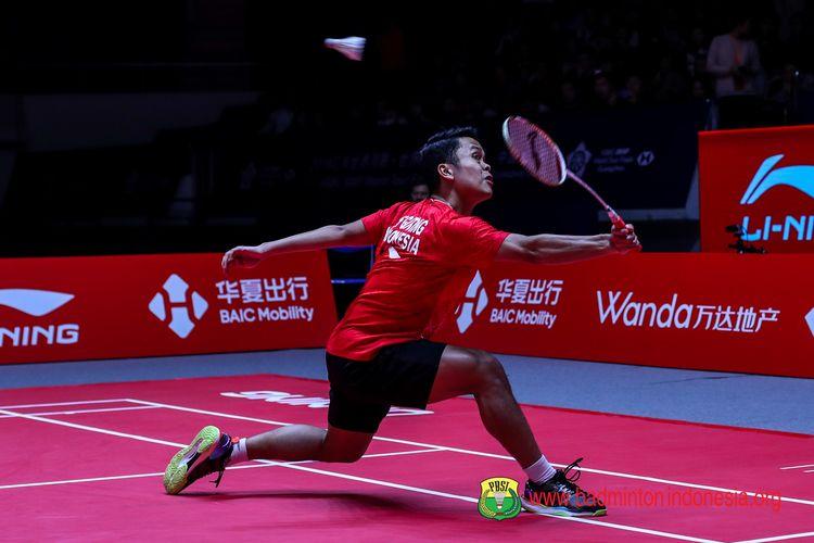 Anthony Sinisuka Ginting saat berlaga di lhari pertama babak penyisihan BWF World Tour Finals 2019 di Tianhe Gymnasium, Guangzhou, Rabu (11/12/2019).