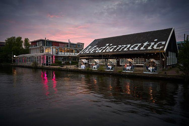 Mediamatic Eten adalah restoran vegan yang menghadap air di Amsterdam