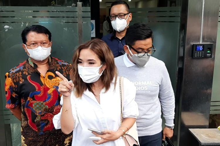 Gisella Anastasia baru saja menyelesaikan proses pemeriksaan terkait kasus video syur diduga dirinya di Polda Metro Jaya, Selasa (17/11/2020).