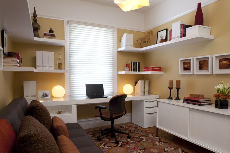 Ruang kerja di sudut ruangan