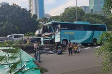 Bus Tabrak Rambu Jalan di Tol Meruya, Dua Penumpang Luka-luka