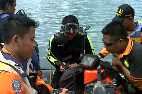 Tim SAR Buru 4 Penumpang yang Tenggelam di Danau Toba