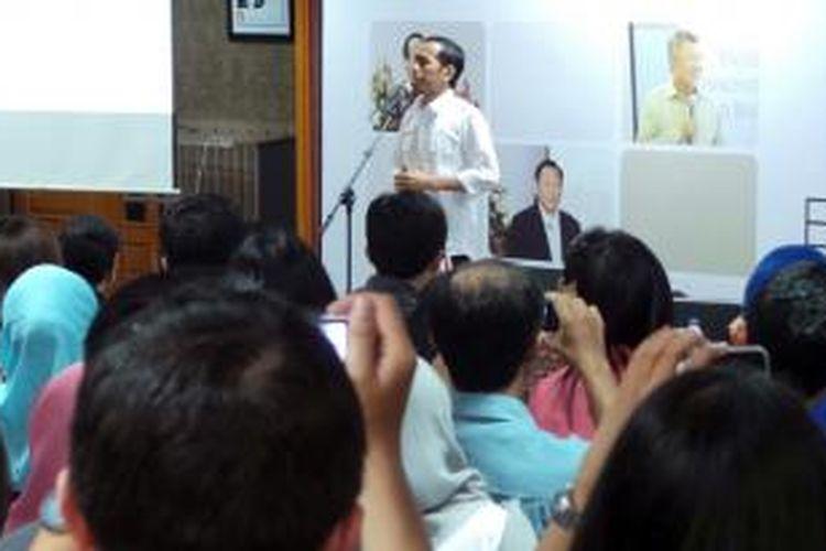 Gubernur DKI Jakarta saat memberikan kuliah umum bagi mahasiswa S2 Fakuktas Ekonomi Universitas Indonesia, Jakarta, Senin (8/7/2013).