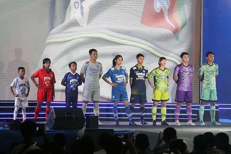 Pengenalan jersi tim Persib Bandung pada kompetisi musim 2020.