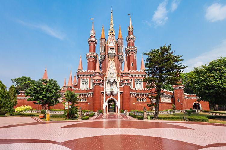 Istana Anak-anak, Taman Mini Indonesia Indah (TMII), Jakarta DOK. Shutterstock/saiko3p