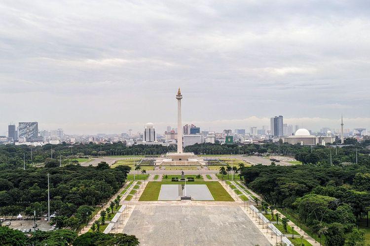 Tangkapan kamera jarak pandang udara Jakarta di kawasan Monas, Jakarta Pusat Rabu (17/2/2021) pukul 09.02 WIB