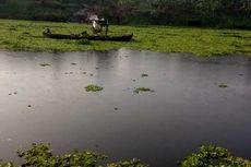 Sungai Bengawan Solo Hitam Pekat, Diduga karena Limbah Industri