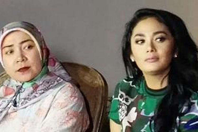 Melly Goeslow dan Krisdayanti saat konferensi pers di Taman Puri Bintaro, Tangerang Selatan, Jumat (8/5/2015) malam.