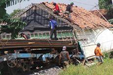 Kereta Barang Terjang Rumah di Pekalongan