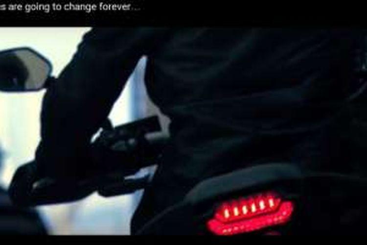 Lampu belakang skutik adventure Honda yang ditampilkan dalam video teaser.