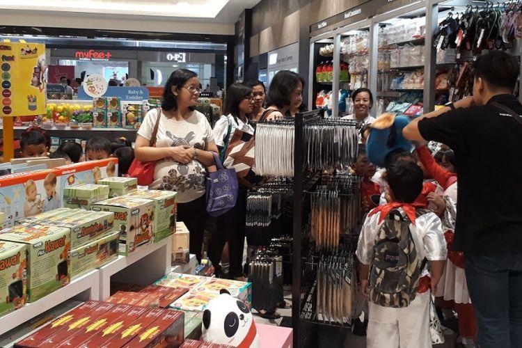 Toko buku Gramedia di Lippo Mall Puri hadir dengan konsep New Identity, Senin (13/3/2017).