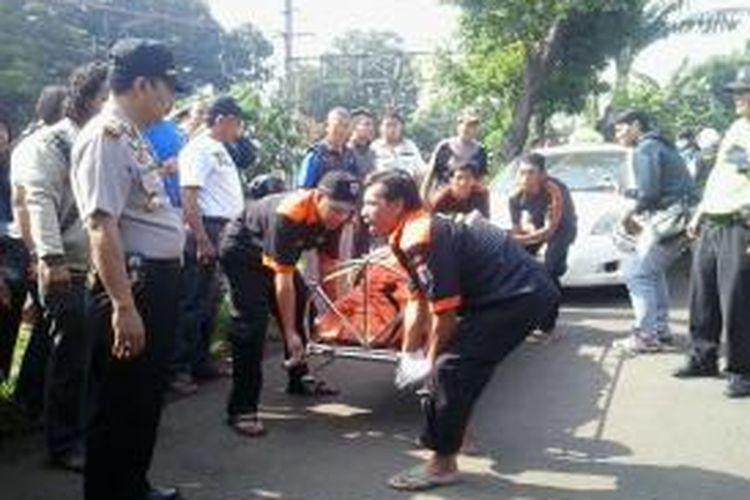 Sopir taksi Express terbunuh di Jalan Raya Rawa Bambu, Pasar Minggu, Rabu (18/2/2015).