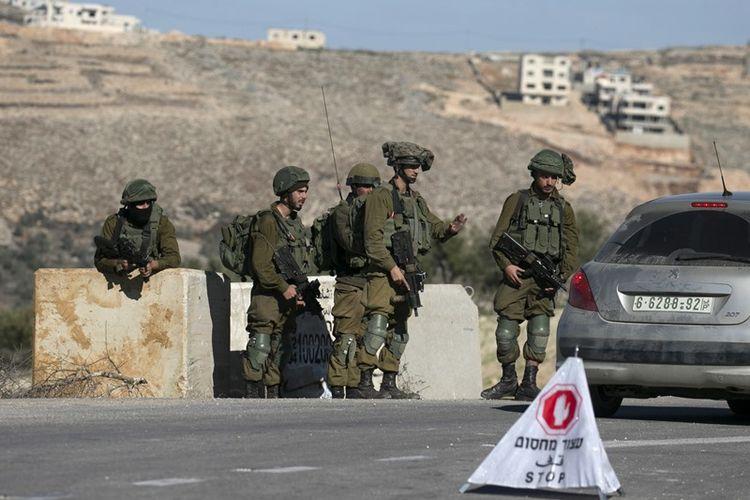 Pos pemeriksaan tentara Israel di dekat kota Nablus, di Tepi Barat, Selasa (11/1/2018). (AFP/Jaafar Ashtiyeh)