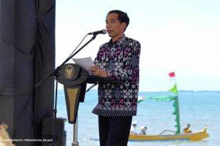 Presiden Joko Widodo (Jokowi) dalam acara Hari Pers Nasional di Lombok, Nusa Tenggara Barat, Selasa (9/2/2016).