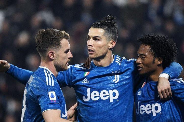 Penyerang Juventus, Cristiano Ronaldo, berselebrasi usai mencetak gol dalam pertandingan Liga Italia antara SPAL vs Juventus pada Sabtu (22/2/2020).