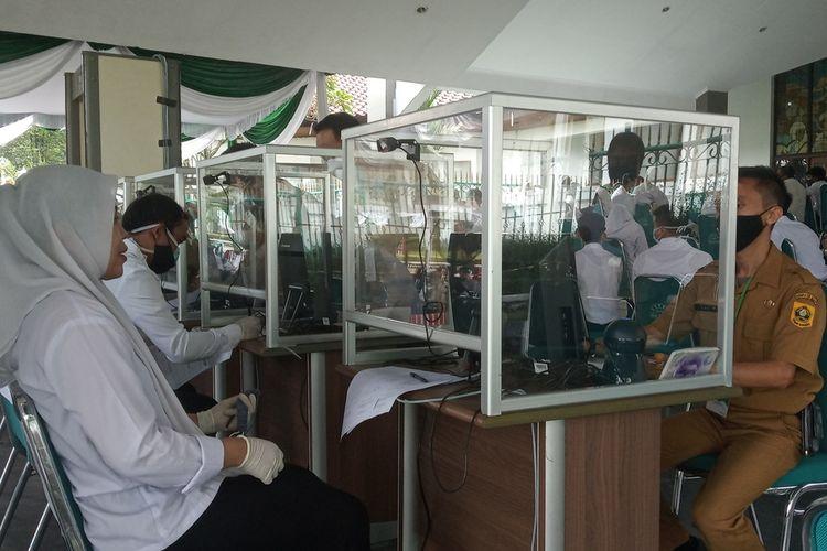 Suasana tes Seleksi Kompetensi Dasar (SKD) CPNS 2021 di Gedung Tegar Beriman, Cibinong, Kabupaten Bogor, Jawa Barat, Senin (20/9/2021).