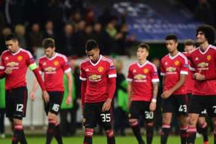 Ekspresi para pemain Manchester United setelah kalah dari Woflsburg pada fase grup Liga Champions di Stadion Volkswagen Arena, 8 Desember 2015.