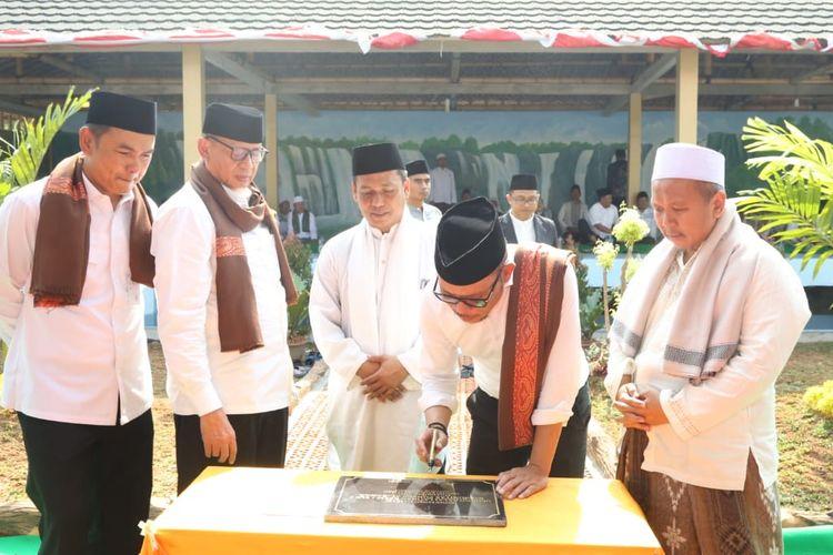 Menaker Hanif pun secara khusus meresmikan BLK Komunitas Pondok Pesantren (Ponpes) Al Badar di Kabupaten Tangerang, pada  Selasa (10/9/2019).