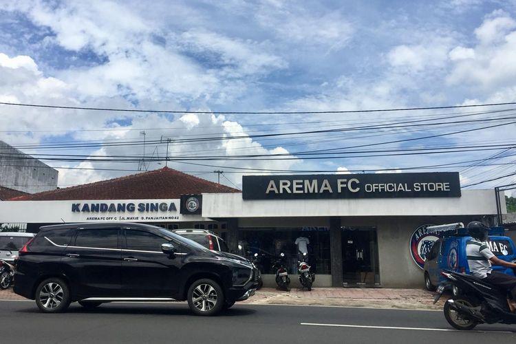 Arema FC Official Store tampak luar yang bread di Jalan Mayjen. Pandajitan Malang, Jawa Timur.