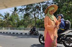 Kisah Nenek 7 Cucu Sukarela Sapu Flyover Tanpa Imbalan, Sering Sakit Kepala karena Cuaca Panas