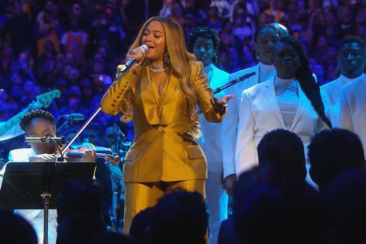 Beyonce bawakan lagu favorit mendiang Kobe Bryant, XO. Beyonce tampil sebagai pembuka acara peringatan terakhir untuk Kobe Bryant