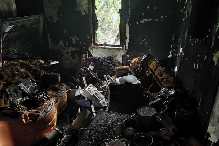 Satu bangunan rumah di lantai tiga rumah susun (rusun) Klender blok 37 nomor 9, Malaka Sari, Duren Sawit, Jakarta Timur, hangus terbakar, Jumat (15/10/2021).