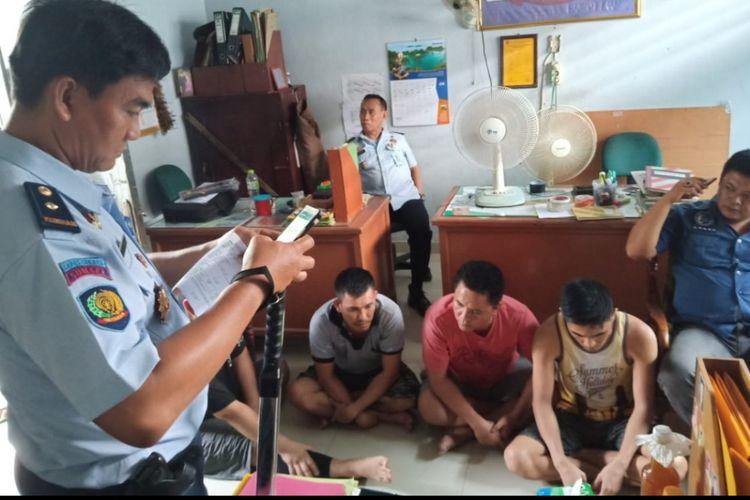 Empat napi yang berada di Lapas Klas II B Sekayu Kabupaten Musi Banyuasin kedapatan pesta sabu. Sabu itu diselundupkan oleh salah satu istri napi.
