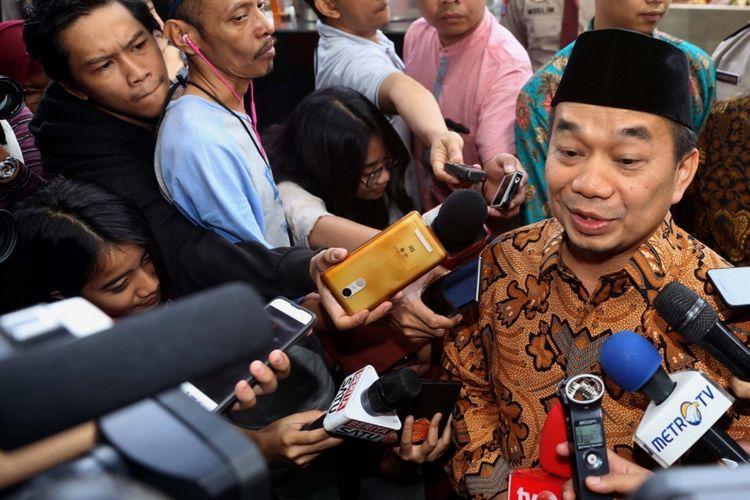 Ketua Fraksi Partai Keadilan Sejahtera (PKS) di DPR Jazuli Juwaini tiba di Gedung Komisi Pemberantasan Korupsi (KPK), Jakarta, Jumat (7/7/2017). Jazuli Juwaini diperiksa sebagai saksi untuk tersangka AA (Andi Agustinus alias Andi Narogong) yang diduga menerima aliran uang dalam korupsi proyek pengadaan Kartu Tanda Penduduk berbasis elektronik (e-KTP).