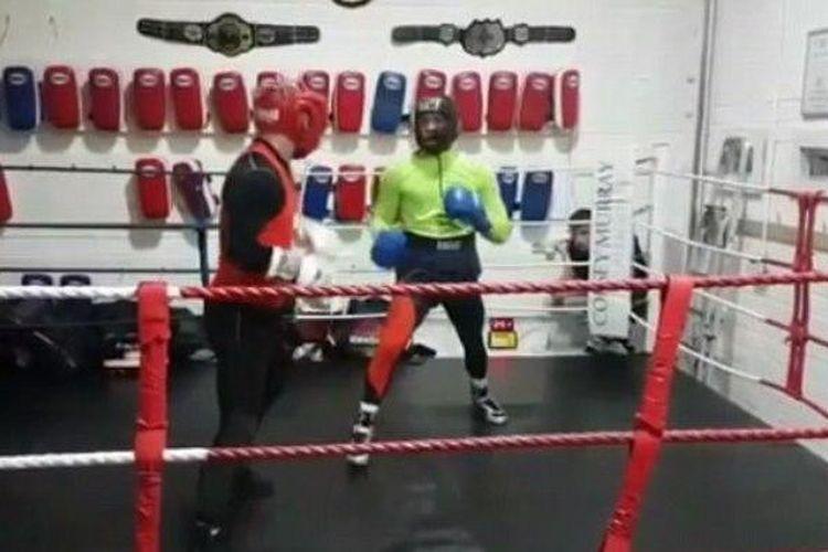 Conor McGregor mulai berlatih tinju