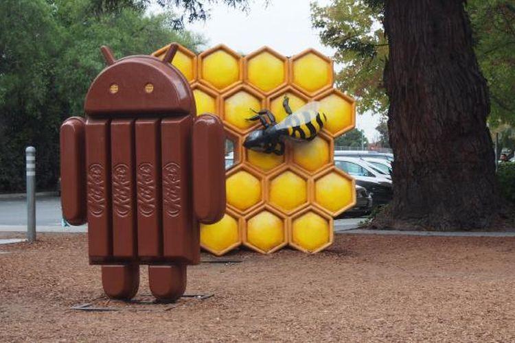 Anda bisa menebak patung Android versi apa saja yang ada di foto ini?