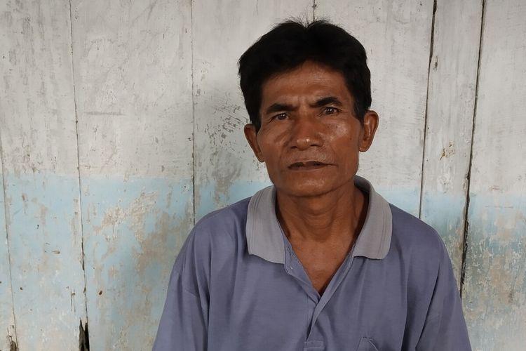 Sudardi (49), warga RT 012, RW 003, Dukuh Klego, Desa Pilangrejo, Kecamatan Juwangi, Boyolali, Jawa Tengah belasan tahun bekerja sebagai penambal jalan berlubang saat ditemui dirumahnya, Selasa (4/2/2020).