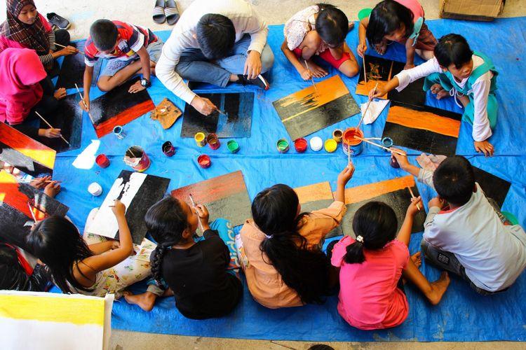 Aktivitas anak-anak di Rumah Baca Lembah Sibayak di Desa Doulu, Kecamatan Berastagi, Kabupaten Karo, Sumatera Utara.