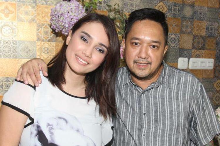 Feby Febiola dan Franky Sihombing diabadikan di kawasan Kelapa Gading, Jakarta Utara, Kamis (3/12/2015).