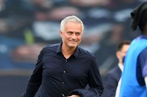 Mourinho Dipecat Tottenham - Pelatih Pragmatis Nyasar ke Klub Romantis