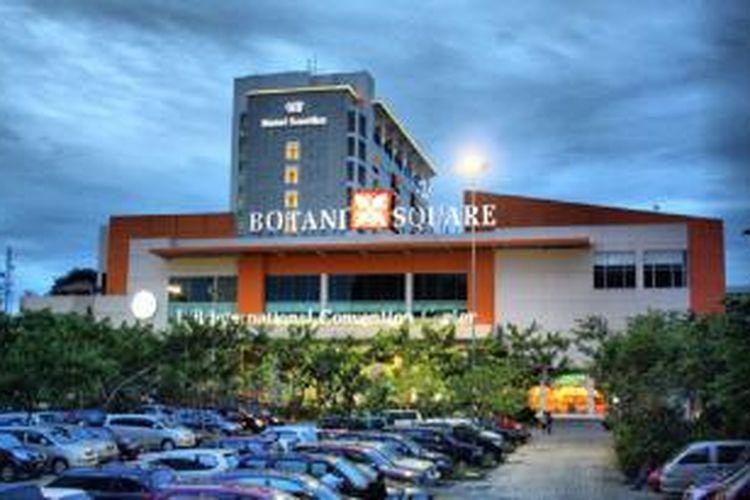 Pusat belanja dan hotel ini berada di mulut tol Jagorawi.