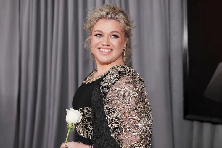 Artis musik Kelly Clarkson menghiri Grammy Awards 208 di Madison Square Garden, New York, Minggu (28/1/2018).