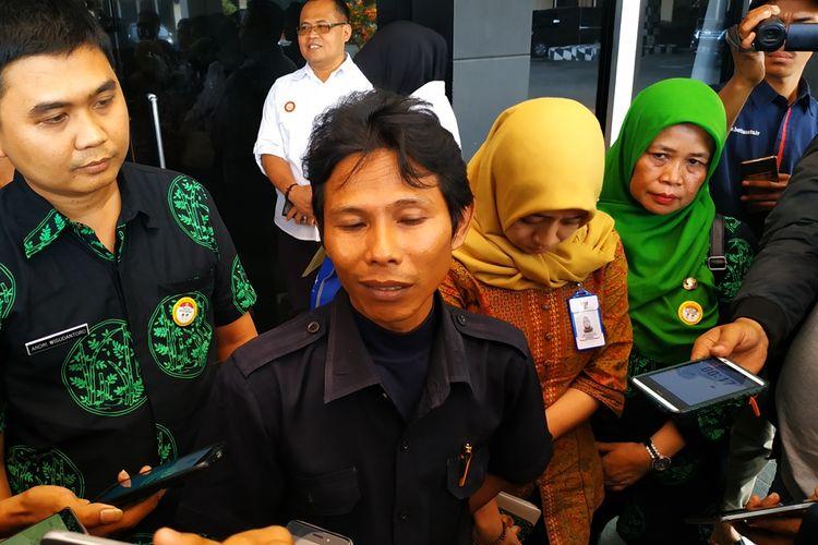 Suroto Budiyanto, guru wali kelas GL, siswi korban pengeroyokan yang dilakukan seniornya di SMK swasta itu di Bekasi Timur.