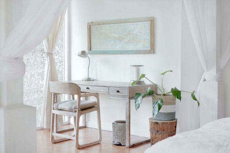 Ilustrasi ruang kerja di rumah.