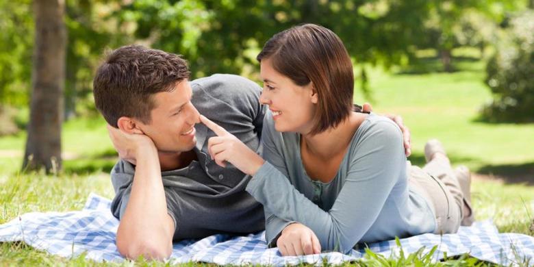 SHUTTERSTOCK Komunikasikan kebutuhan dan keinginan Anda pada pasangan agar  hubungan berjalan lancar. b9d4b30a83