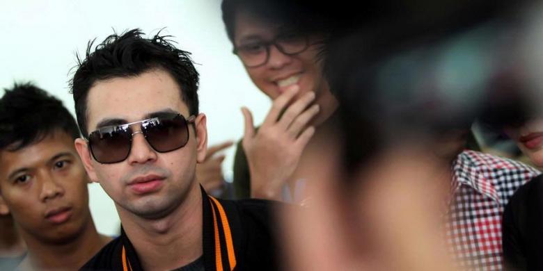 Download Raffi Ahmad Hadapi Dengan Senyuman