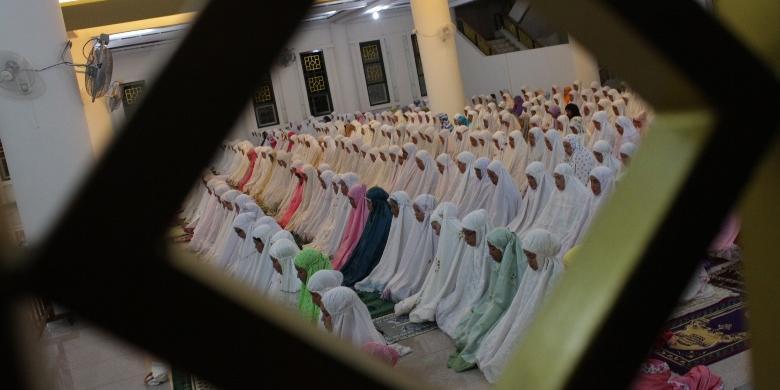 Apakah Ada Larangan Perempuan Shalat Berjemaah Di Masjid