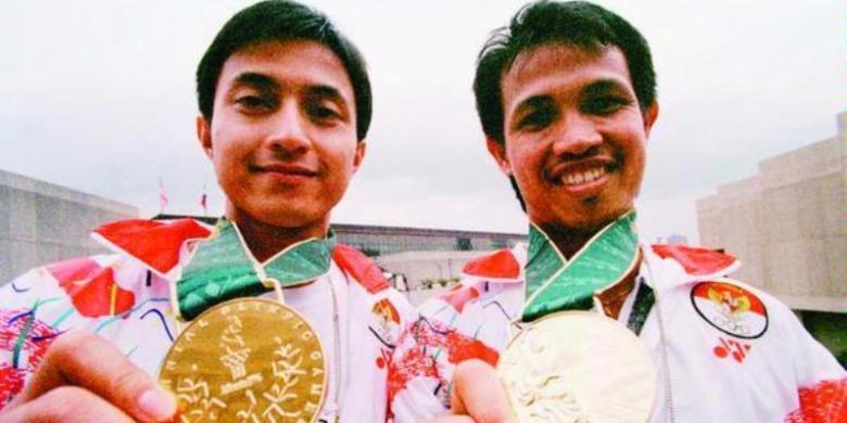 Ricky Subagja dan Rexy mainaky saat meraih medali emas Olimpiade Atlanta 1996