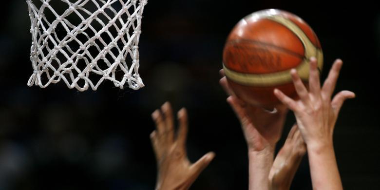 ketika jurnalis mengajarkan olahraga basket kompas com